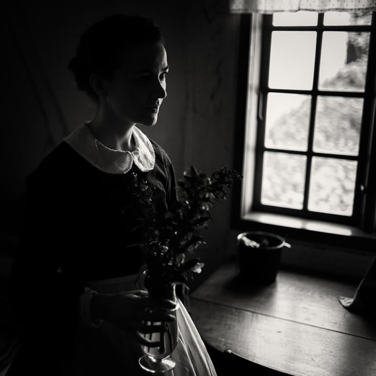 2020-DK-Honured-Kim-Moller-Hansen-Pigen med blomsterne