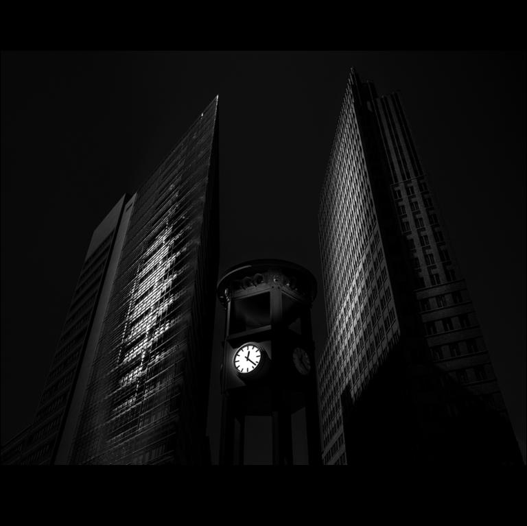 2020-DK-Honured-Kim-Moller-Hansen-The clock