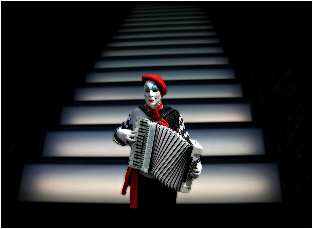 Ole Suszkiewicz - Harmonica Clown