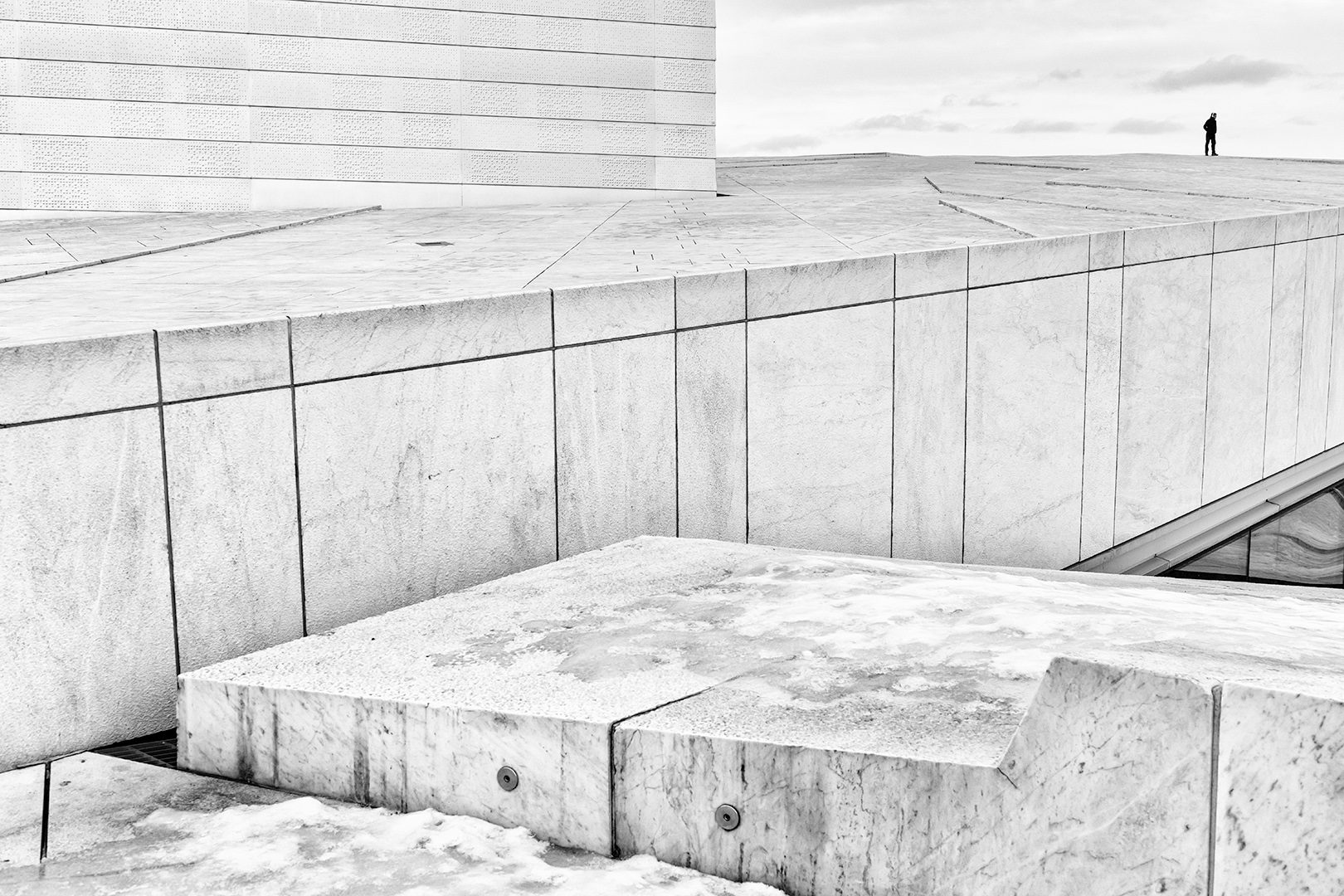 Alone on marble roof, Mats Grimfoot
