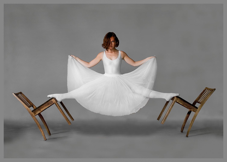 Between Chairs, Jonas D. Madsen