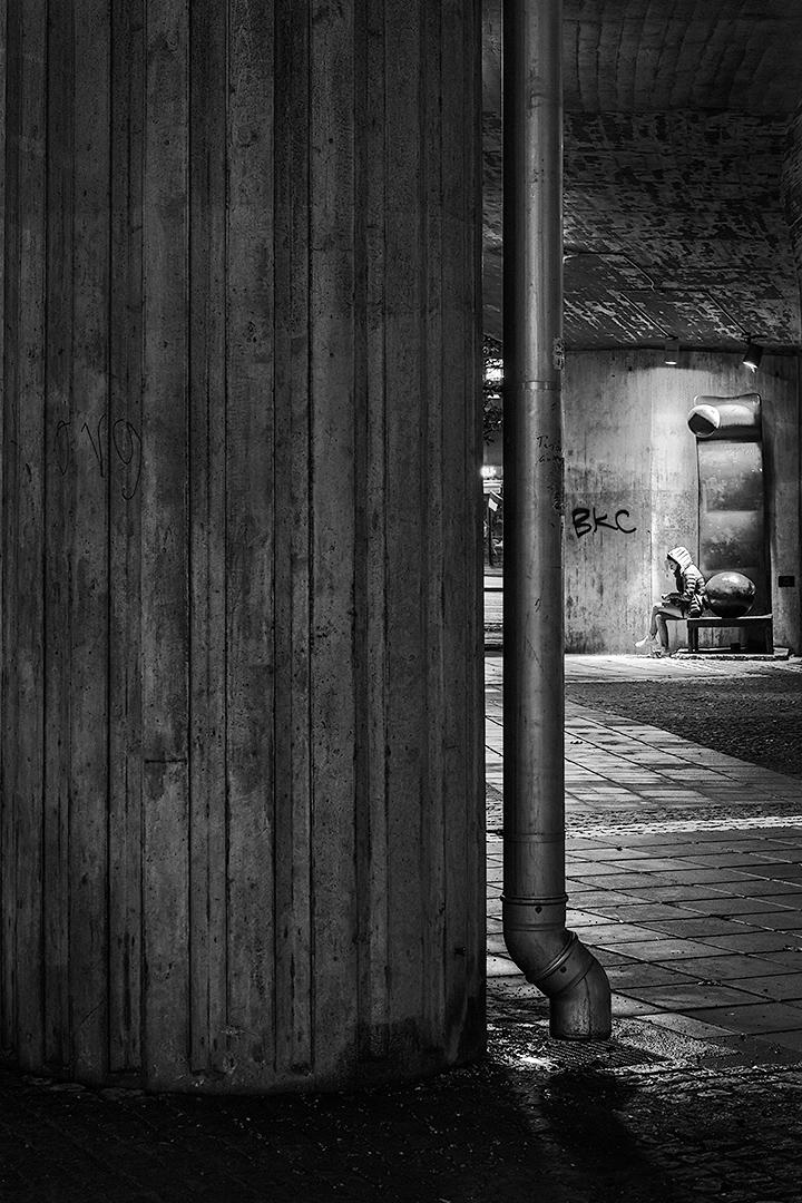 Under the bridge, Mats Grimfoot