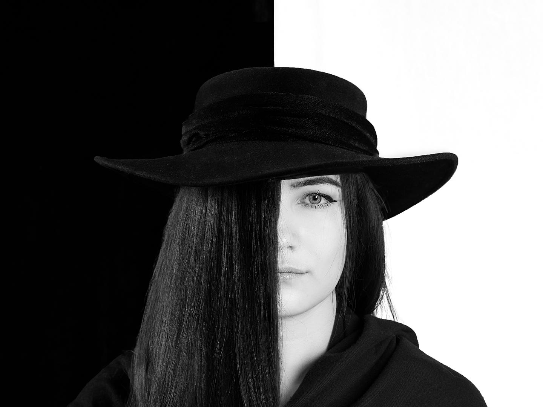 White on black, Tiina Poimio